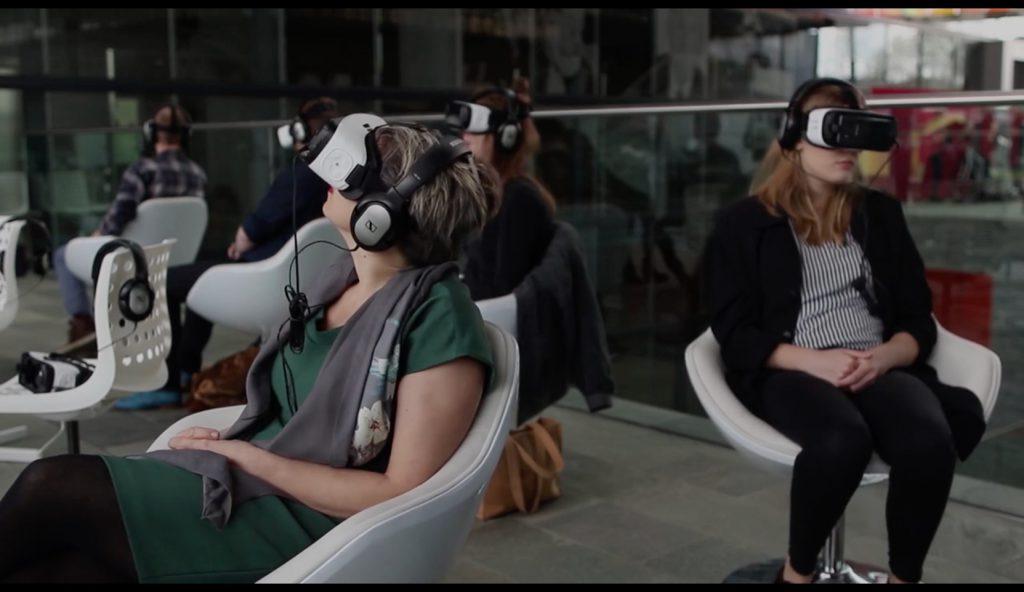 mensen met VR-brillen