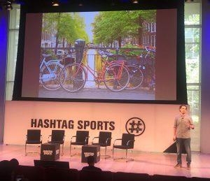 Ángel op het podium van Hashtag Sports
