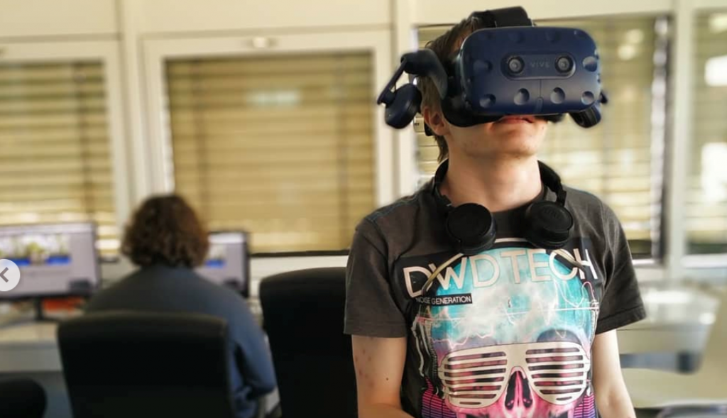 Studenten XR-lab testen VR-beleving