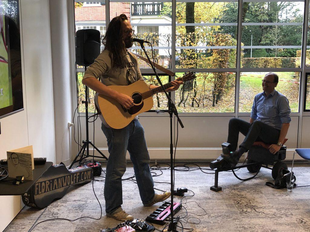 Florian Wolff doet een optreden met the Green Wheel tijdens de Groene Lunch